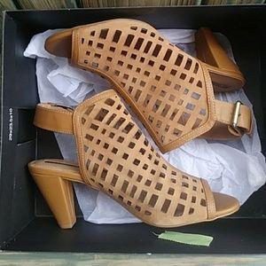 TAHARI Evalyn Caged Peep-Toe Sandals Size 11M